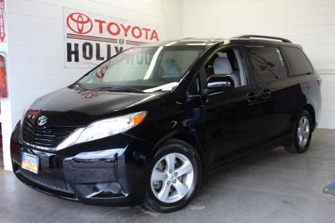 Pre-Owned 2015 Toyota Sienna LE AAS
